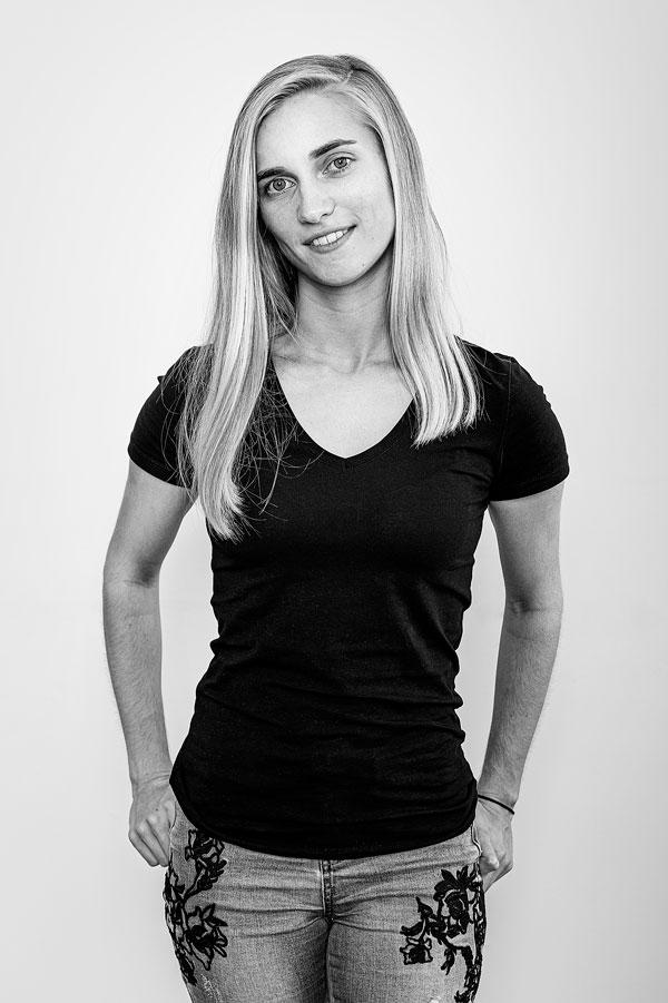 Schwarz Weiß Portrait Anna-Sophie Seidl